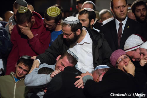 Hundreds gathered at the the funeral of Rabbi Yaakov Litman, 40, and his son Netanel, 18, who were murdered by terrorists while driving to a family celebration. (Photo: Yonatan Sindel/Flash90)