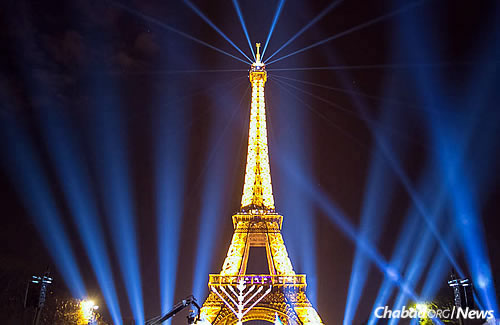 Lighting up the Paris skyline. (Photo: Thierry Guez)