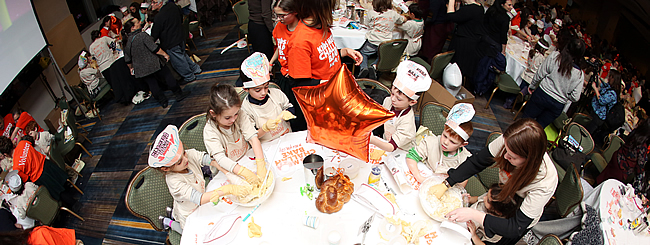 Kids Connect Blog: New World Record: More than 1000 Kids Bake Challah Together!