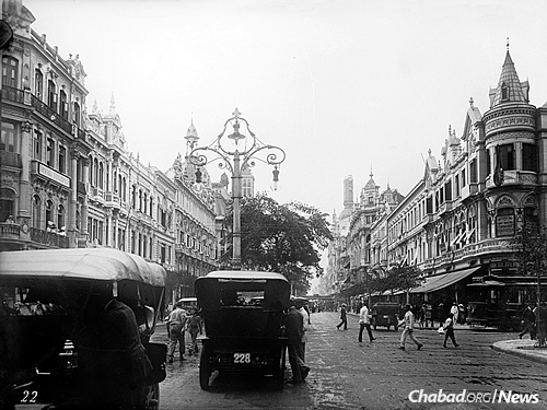 The leading avenue of Rio de Janeiro between 1909 and 1920. The city's Jewish community was established for the most part in the years following World War I. (Library of Congress Photo: Wikimedia Commons)