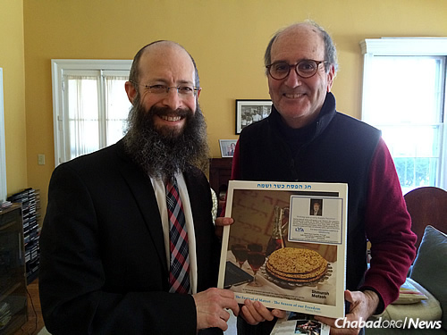 Rabbi Noach Kosofsky, left, with Judge Frederic Rutberg. Edelman first began delivering shmurah matzah to Rutberg in 1985.
