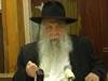 R' Yoel Kahn Teaches a Sicha on Pesach (Hebrew)