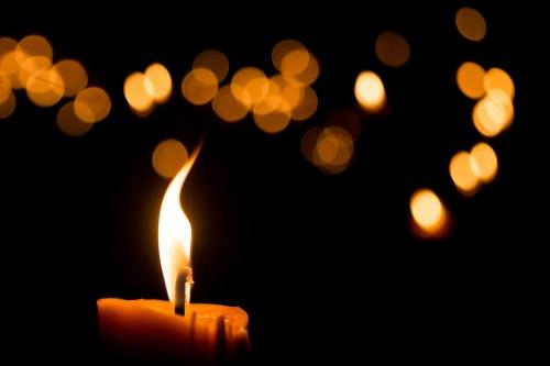 Mémorial improvisé pour les 49 victimes de l'attentat terroriste d'Orlando en Floride