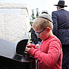 In Relentless Heat, Jews of All Ages Visit Rebbe's Resting Place