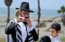 At Tashlich ceremony in Oxnard, sins are cast away as new year begins