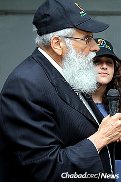 Tanya with her grandfather, Rabbi Sholom Ber Lipskar, who thanked the soldiers for all they do for the Jewish people. (Photo courtesy of the Jewish National Fund)