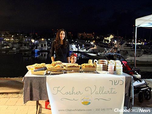 Mushkie Hecht sets up a table at the Puerto Vallarta farmers market on Thursdays, often staying until dark.