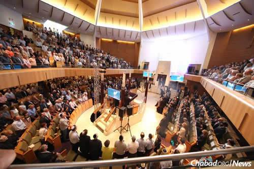 An overflow crowd of 2,000 members of the local Jewish community filled the Central Synagogue in Sydney.