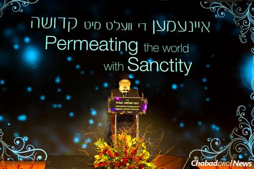 Rabbi Yehuda Krinsky, chairman of Merkos L'Inyonei Chinuch, noted that the event honors the 29th yahrtzeit (anniversary of passing) of Rebbetzin Chaya Mushka Schneerson. (Photo: Chavi Konikov)