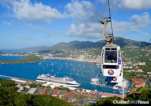 With more than 1.5 million passengers per year, Charlotte Amalie is the busiest cruise port in the Caribbean. (Photo: Wikimedia Commons/Matt Wade)