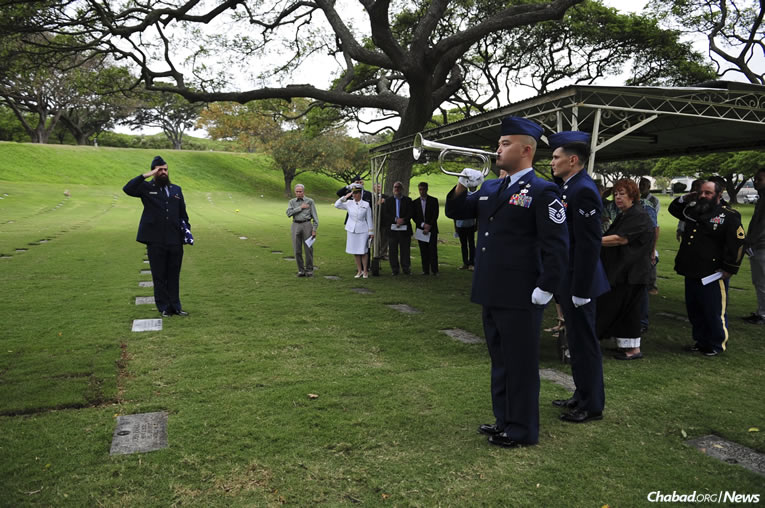 Chabad rabbi and chaplain 1st Lt. Levy Pekar, left, led a headstone replacement ceremony in Honolulu, Hawaii, at the National Memorial Cemetery of the Pacific to honor Jewish Staff Sgt. Jack Weiner of the U.S. Army Air Force, who had originally been interred with the wrong emblem on his headstone.