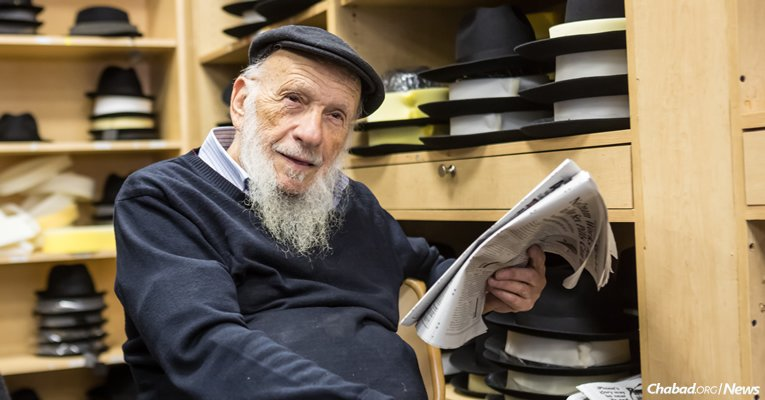 As 81-year-old Brooklyn-born Tzal Rotter remembers, authentic shmurah matzah was once a rarity. (Photo: Eliyahu Parypa/Chabad.org)