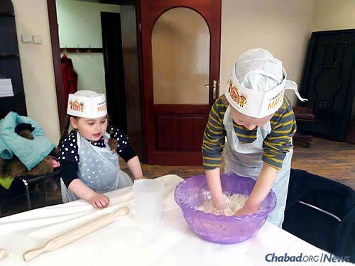 A model matzah bakery program for children in Berdichev prior to Passover.
