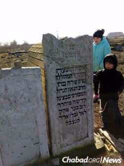 Two of the Thaler children at a gravestone bearing the name Sarah, granddaughter of Rabbi Schneur Zalman of Liadi, who was married to Rabbi Levi Yitzchak's grandson