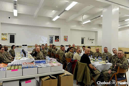 A group of military personnel before the start of the seder (Photo: The Aleph Institute)
