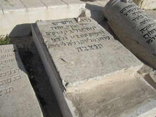 """מצבתו של ישראל ב""""ק. קרדיט: ויקיפדיה"""