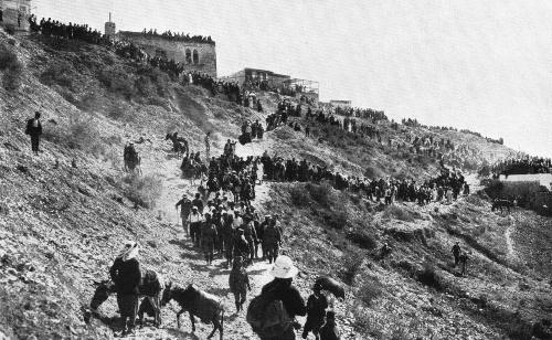 Jews stream to Meron to celebrate Lag BaOmer.