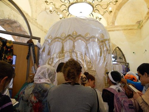 Judeus de todo o mundo derramam seus corações no local de descanso da Matriarca Rachel (crédito: Yossi Mizrahi).