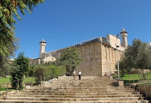 The building over the cave is the last extant Herodian stucture. (Credit: Ooman)