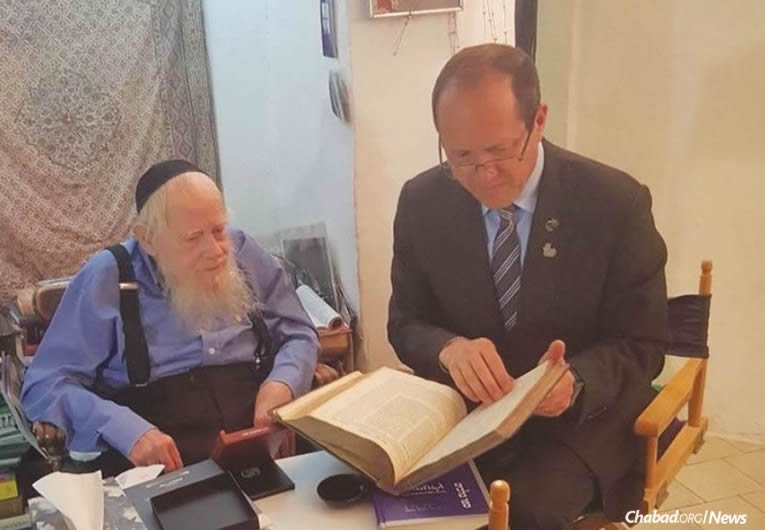 "Rabbi Adin Even-Israel (Steinsaltz) was given the Yakir Yerushalayim (""Worthy Citizen of Jerusalem"") medal by Jerusalem Mayor Nir Barkat at the rabbi's home. (Photo: Jerusalem Municipality)"