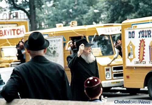 "The Rebbe encourages the ""tankists"" in Brooklyn before they set off for Manhattan during the first few weeks after the mitzvah tanks were launched. (Photo: JEM/The Living Archive)"