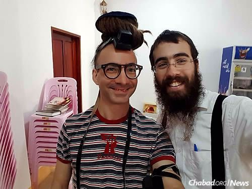 One size fits all when it comes to wrapping tefillin.