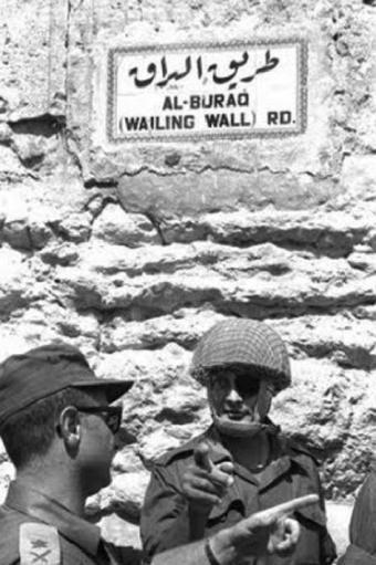 Moshe Dayan após a reunificação de Jerusalém. Foto: Divulgação.