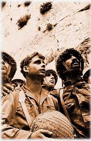 Em 1967, soldados, religiosos ou não, fitavam o Cotel com admiração, tomados por uma emoção indefinível, que não poderia ser explicada, nem controlada. Tudo o que sabiam era que estavam retornando a um único, inestimável e sagrado tesouro