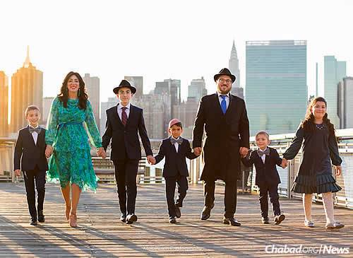 Rabbi Zev and Rivka Wineberg, and their five children