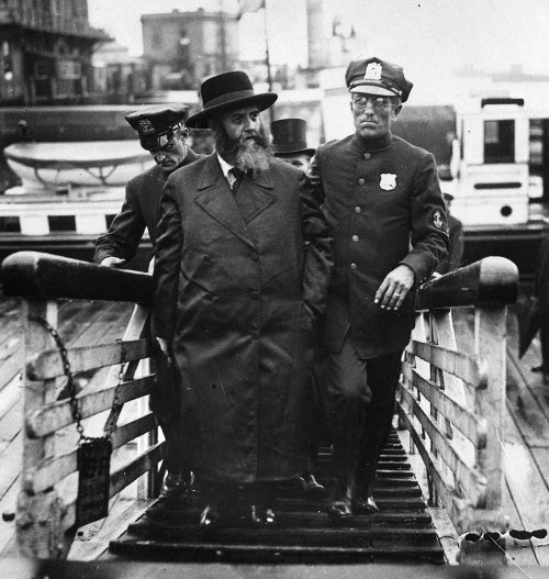 The rebbe is escorted by police upon his arrival in New York. Thousands awaited him at the pier. September 18, 1929.