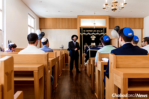 The young men studied for seven weeks with Rabbi Boruch Sabbach, co-director of the Jewish Heritage Center on the school's campus. (Photo: Jewish Heritage Center)