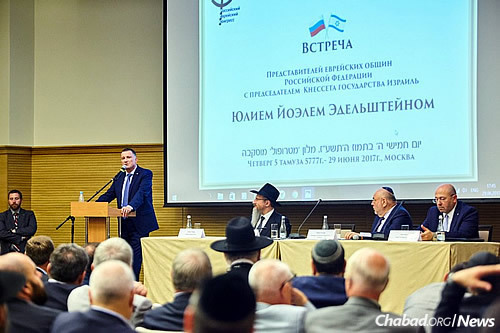 Edelstein addresses 200 rabbis and lay leaders at a Moscow event in honor of Gimmel Tammuz, the anniversary of passing of the Lubavitcher Rebbe—Rabbi Menachem M. Schneerson, of righteous memory. On the dais, from left: Chief Rabbi of Russia Berel Lazar; Yuri Kanner, president of the Russian Jewish Congress; and Gary Koren, Israel's ambassador to the Russian Federation. (Photo: Federation of Jewish Communities)