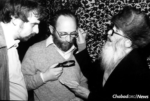 Reb Getche Vilensky, right, with Zeev Dashevsky at the upshernin (hair-cutting ceremony for 3-year-old boys) of his grandson in the early 1980s. At left, Michael Kara-Ivanon looks on. (Photo courtesy of Michael Kara-Ivanov)