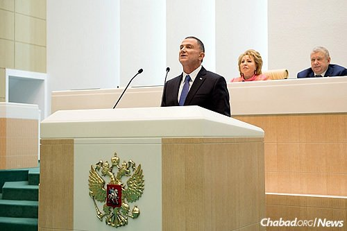 Edelstein addresses Russia's Federation Council, the upper chamber of the country's parliament, in Hebrew. Above left is the body's chairwoman, Valentina Matviyenko, who extended the invitation to him. (Photo: Aleksandr Bibik/Knesset)