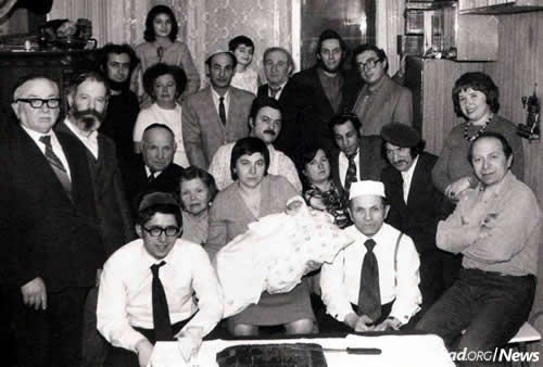 The Moscow circumcision of Yossi Lukatsky in January 1983. Reb Mottel is seen in the bottom row, second from right. (Photo courtesy of Association Remember and Save)