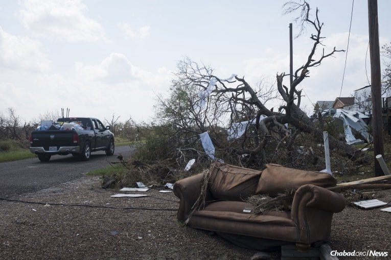 A truck belonging to Schmukler delivers supplies to victims of Hurricane Harvey in Rockport. (Photo: Verónica G. Cárdenas/Chabad.org)