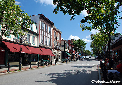 Main street in the coastal town of Bar Harbor (Photo: Wikimedia Commons)