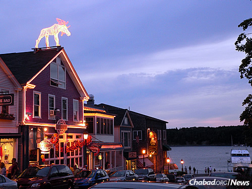 Evening in scenic Bar Harbor (Photo: Wikimedia Commons)