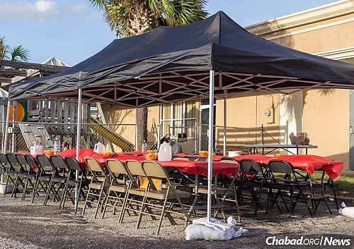 Chabad centers have put up tents, tables and chairs to serve as makeshift food centers. (Photo: Chavi Konikov)