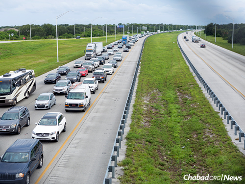 Mandatory evacuations on a wider basis caused a long line of traffic flowing north towards Georgia on Thursday afternoon. (Photo: Chavi Konikov/Chabad.org)