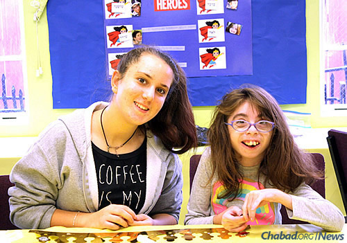 A child and her teen volunteer work on a Jewish holiday craft together at Hebrew school. (Photo: Friendship Circle of Los Angeles)