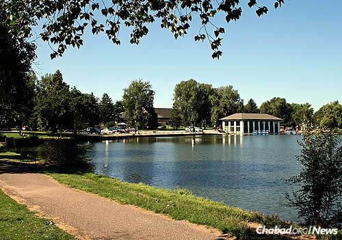 Denver's Washington Park, where Rabbi Serebryanski is headed with shofar in hand. (Photo: Wikimedia Commons)