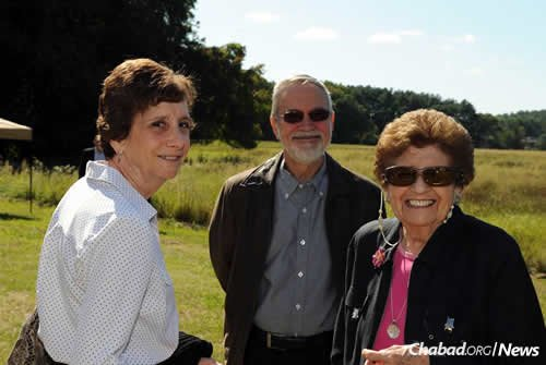 Holocaust survivor and guest speaker Rena Finder, right, with daughter Debbie Katz and son-in-law Arnold Katz