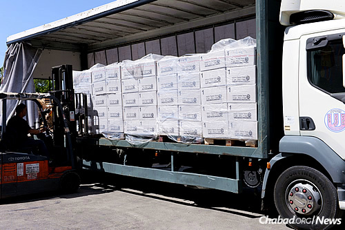 A packed truck prepares to deliver shipments of food to Israelis in 48 different cities. (Photo: Colel Chabad)