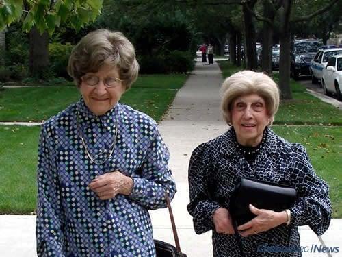 Nechamah Tzipah Goodman, left, with her late sister, Chava Shusterman (credit: Sharone Goodman)