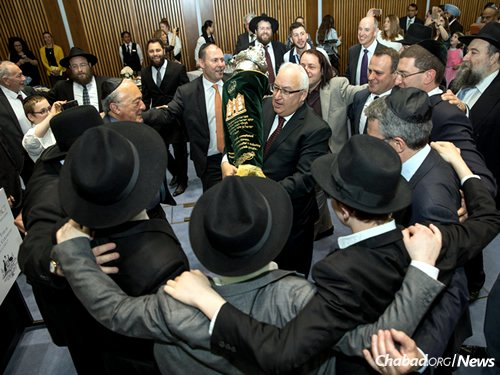 Dancing with the Torah in the Parliament building (Photo: Andrew Taylor)