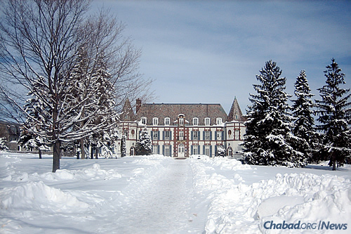 Rabbi Binyamin and Davida Murray co-direct Middlebury Chabad in Vermont. Le Chateau, above, constructed in 1925, is home to the French department and serves as a student residence. (Photo: Wikimedia Commons)