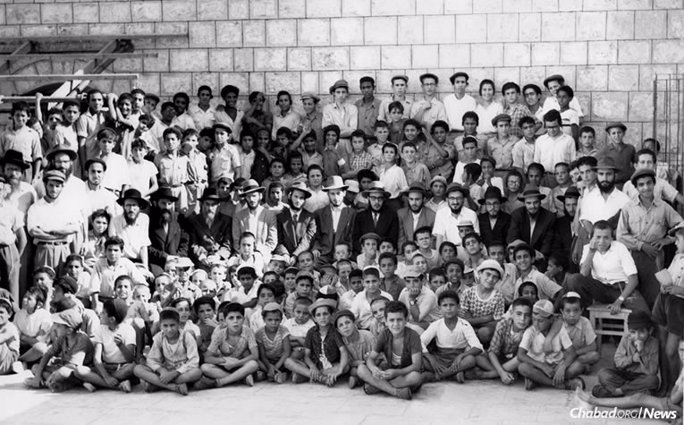 The young emissaries, seen here in the middle row, traveled up and down the country, visiting with dignitaries and schoolchildren alike. (Photo courtesy of Kehot Publication Society)