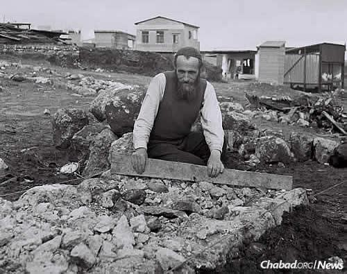 At the time of the 1956 terror attack, Kfar Chabad had one telephone and two cars. Here, Zushe Dworetz works on laying a road in the village, circa 1949. (Photo: Zoltan Kluger/ Israel Government Press Office)