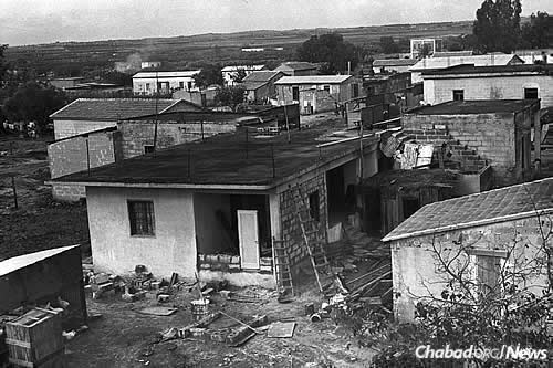 Kfar Chabad, seen here in 1949, was established that year by the sixth Rebbe—Rabbi Yosef Yitzchak Schneersohn, of righteous memory—and populated by Russian Chabad Chassidim who had survived the Holocaust and Soviet oppression. (Photo: Zoltan Kluger/Israel Government Press Office)